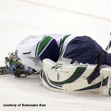 Roberto Luongo injured in the first period against the Penguins in Pittsburgh