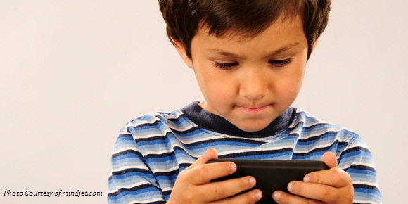 young_boy_texting